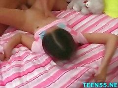 Adolescentes de seios grandes fode com com a de Dick maduros