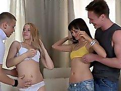 Seksi bir Teens Molly And da Janna Onların pussies yaladı almak