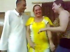Iraqi sexy Mädchen tanzen mit einem Kerl