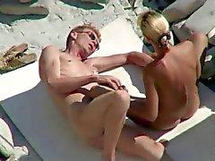 Вуайеристы на общественное пляжа сексе