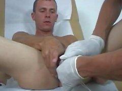 Medico jacks off adolescente durante la prova nuda e