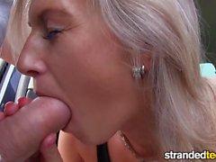 Mofos Hot blond suce la bite pour un ascenseur