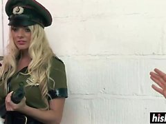 Sıcak ordu kızlar dövülerek sert olsun
