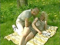 Büyük memeli açık havada sevgilisi lanet şişman Tombul Blonde
