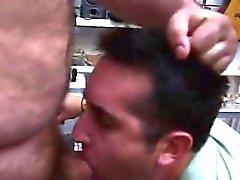 Aasialainen poikaa Ejukulaatio julkinen Gayseksi