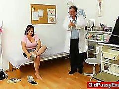 Grasso del brunette Mature riceve una gyno