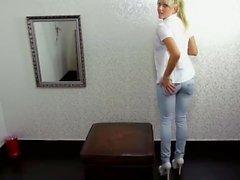 1. Amateur Casting für süße deutsche - kleine Sophie bekommt den ersten Arschfick