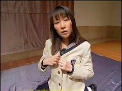 Lasciva adolescente japonesa obtiene creampied después de una banda de hardcore golpeando