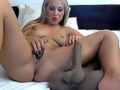 Красивый дизайн камеру показывает ей жирную мастурбируют и форм