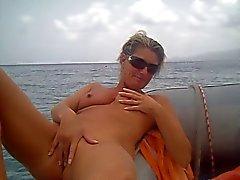 bir teknede amatör mastürbasyon