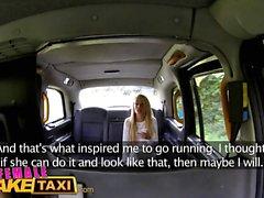 Женский поддельный такси Блондинка Фитнес-пупсик любит большие сиськи