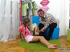 Stud assiste com hímen físico e parafusamento de virgem chic