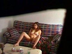 Ablam evde yalnız oturma odasında mastürbasyon