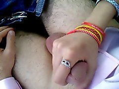 Liseli sevgilim Yagmur , ilk kez yarrak aliyor eline