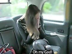 Curvy esposa throated e pounded por desagradável fraude motorista