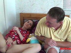 Padre insegna alla figlia di lavorare