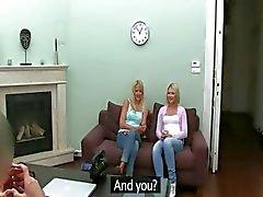Falso agente fodendo com duas alunas loiras