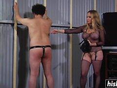 Aiden Starr gillar att smiska hennes slav