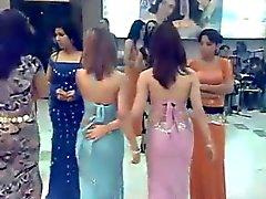 Leuke maagd Arabische dans barmeisjes : MOET Horloge