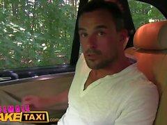 Weibliche Fake Taxi Massive Titten cabbie will Hahn