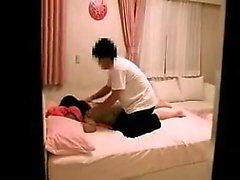 Подросток Азиатская блондинка дрочит до оргазма
