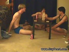 Giovane ragazzo che Olandese per gay porno Questo è un video lunghi per te i tipi di voyeur che