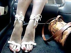 arabanın içinde latina ayakları