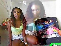 Attraente che chick nera Visualizza il suo bottino poi avvitata