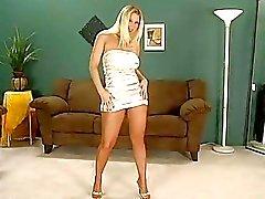 Squisita blonde model che toglie il suo calze