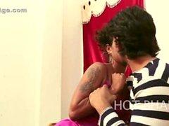Bhabhi ka malik ke saath vidéo romantique mettant en vedette nipple slip of actress