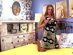 Pantyhosed4U - Danielle Maye - Slinky creme sorpresa!