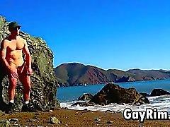 Jeu Gay avec la queue dehors de