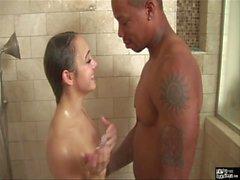 HowToFuckTeens - Interracial Sex de douche à son meilleur