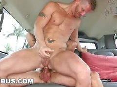 BAITBUS - Jeremy Stevens och Jace Chambers Har Gay Sex i en van