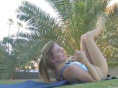 FTV Girls FTVGirls de Emilie hijo ángeles triguena del gimnasta elabora desnuda en gran exterior