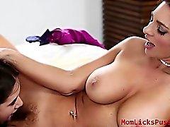 Lucy di Dolls le posizioni lesbico Speciale