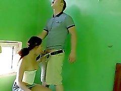 Playgirl ei valittamisen kuin kaveri imeytyi hänen tynnyri rako
