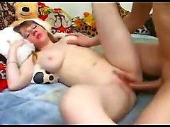 Cute Chubby подросток получает петух в ее сиськах и получить минете