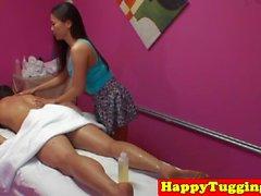Asiatique, masseuse, secousses, équitation, client, robinet
