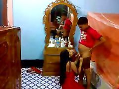 Indischer frisch vermählte Paar sich für Blasen und Lecken schüchtern und reizvoll