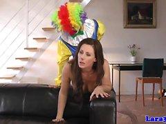 Glamcore mûre allumeuse euros enfoncé rugueuse par des de clown