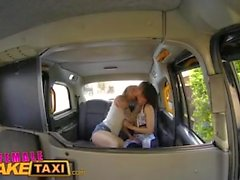 Nainen Fake Taxi Kiimainen kuljettaja cums upea kunto Babes suun