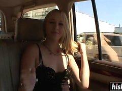 Genç Babe arabada eğlenir