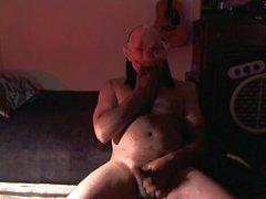 dia das bruxas feliz !! Um palhaço do inferno brincando com seu pau !!!!