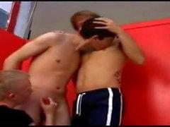 SPOGLIATOIO Tre Young Boys