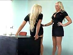 Две блондинки облизать их Только девушки влажные урывками