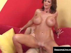 Iso murrettu Cougar Deauxma Gets Big Dick hänen kusipää