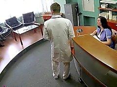 El doctor se folla paciente serbia a cámaras de seguridad
