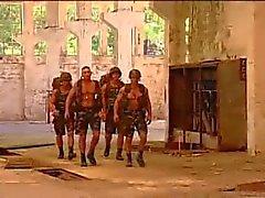 Militares follando col de Aire libre