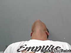 Tizio soffia cazzo nero